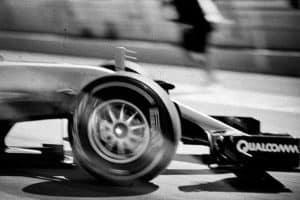 Fotógrafo cria belas imagens da F1 com câmera de 100 anos